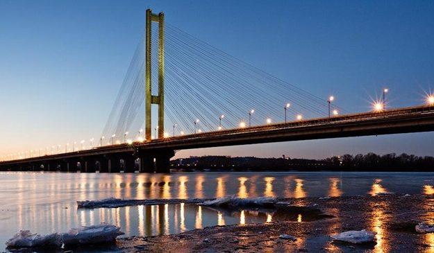 Не стой в пробках: завтра на трех мостах ограничат движение