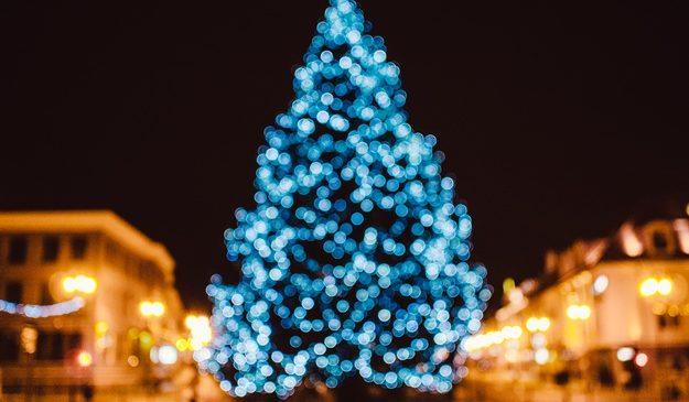 Не зря везли: киевская елка вошла в топ-10 самых красивых в мире