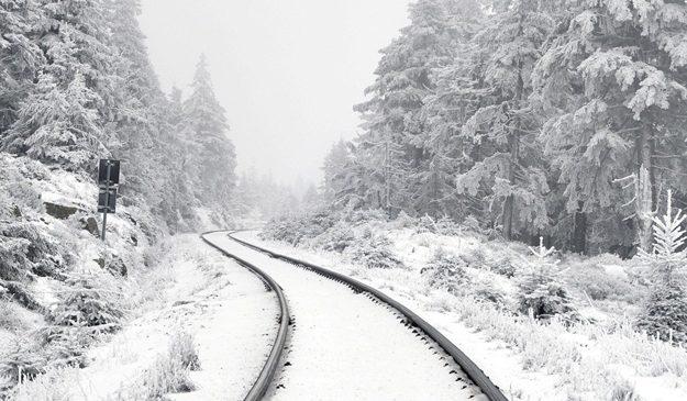 Синоптики предупреждают о сильном снегопаде с ветром в первый день весны