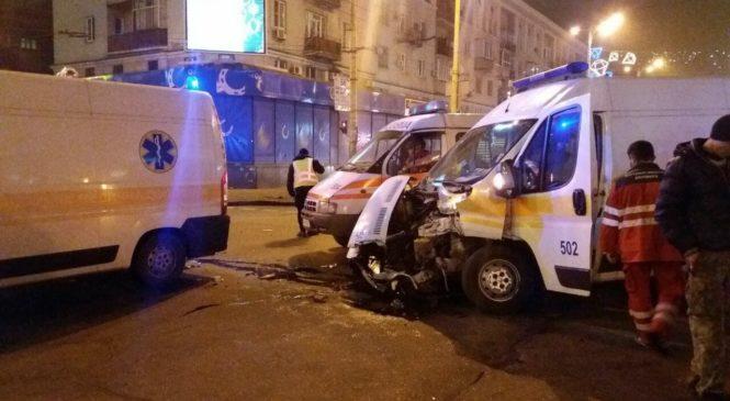 В Запорожье грузовик врезался в скорую с пациентом