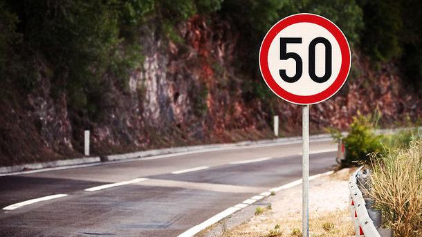 12 дней с новыми правилами: почему в Киеве не все хотят ездить со скоростью 50 километров в час