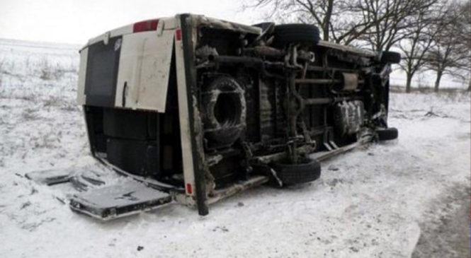 На Одесской трассе под Киевом перевернулся пассажирский автобус