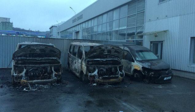 В Киеве сожгли машины муниципальной полиции: «могут быть причастны люди мэра»